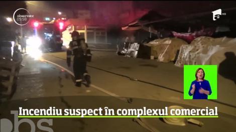 Incendiu violent într-o piaţă din Reşiţa. Mai multe tarabe s-au transformat în scrum