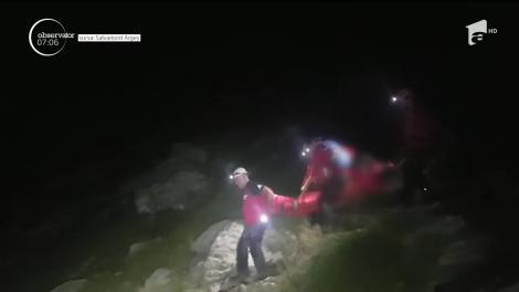 Barbat salvat de pe munte de salvatorii montani din Argeş
