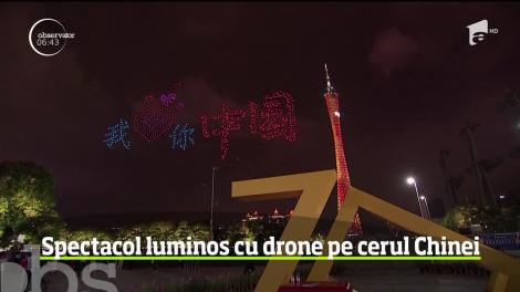 Spectacol luminos cu drone pe cerul Chinei