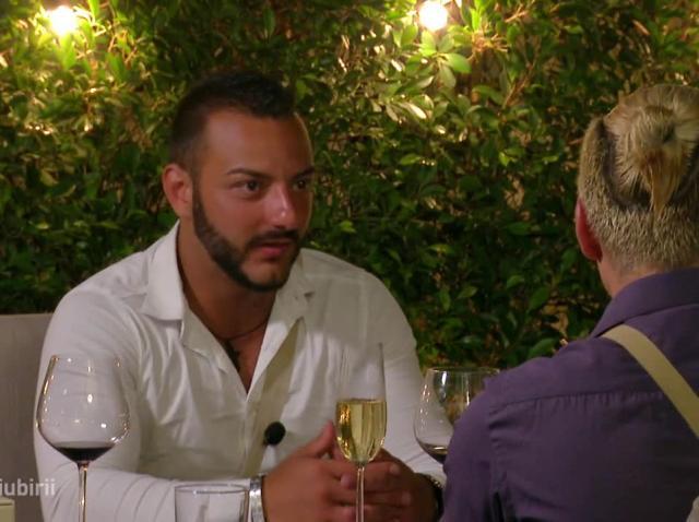 Insula Iubirii. Bogdan, întrebări indecente pentru partenerii de la întâlnire: Adrian, te vezi într-un trio cu mine și cu Dana?
