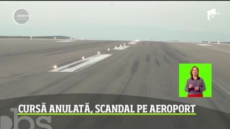 Scandal pe aeroportul din Suceava! Peste o sută de pasageri au protestat, după ce au aşteptat în zadar să fie reparată aeronava care urma să-i ducă la Roma