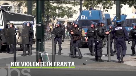 Noi confruntări violente în Franţa! Manifestanţii au vandalizat mai multe magazine