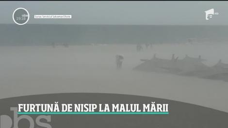 Fenomen meteo neobişnuit pe plajele de la mare. O furtună de nisip a lovit litoralul, în timp ce alte zone din ţară au fost sub cod galben de vijelii