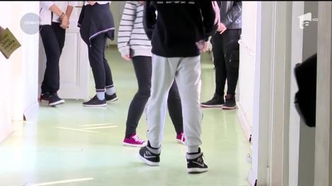 Disperat de numărul mare de elevi care fumează, directorul unui liceu din Timişoara i-a dispersat cu ajutorul unui extinctor