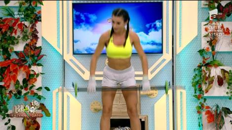 """""""Fundulețul mult în spate!"""". Diana Stejereanu a chinuit-o pe Amalia, în direct! Cele mai eficiente exerciții pentru coapse și fesieri"""