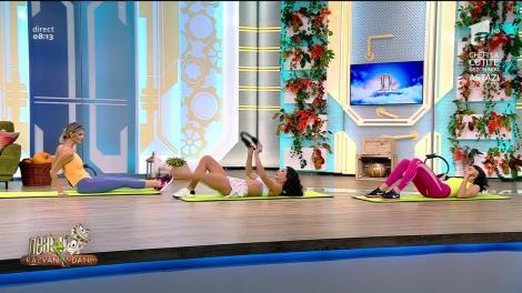 Fitness cu Diana Stejereanu, la Neatza cu Răzvan și Dani. Antrenament de stretching cu inele de rezistență