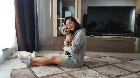 După ce a cucerit lumea, s-a retras la școală! O fostă gimnastă de talie mondială predă educație fizică la școala din comuna Rășinari, Sibiu