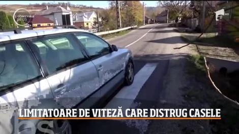 """Locuitorii unor sate, revoltați! Limitatoarele de viteză și mașinile de mare tonaj le distrug casele: """"Uitați cum au crăpat pereții!"""""""