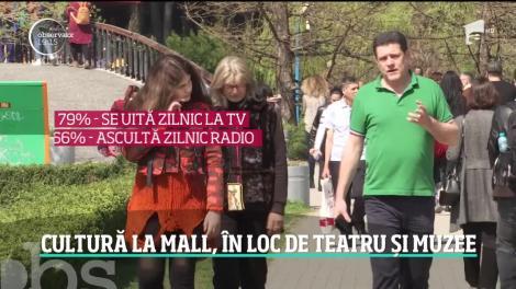 Românii preferă să vadă filmul la mall în loc să citească romanul, arată ultimul barometru cultural