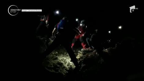 În Munţii Bucegi, salvamontiştii au avut o misiune în condiţii extreme. Ei au coborât o turistă care se rănise pe un traseu dificil