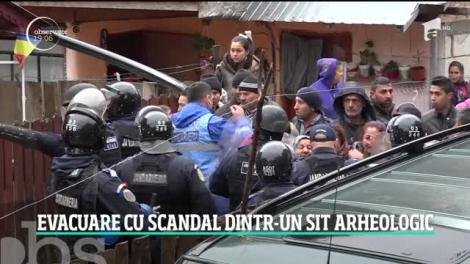 Evacuare cu scandal într-un sit arheologic, unde 150 de oameni şi-au ridicat ilegal case