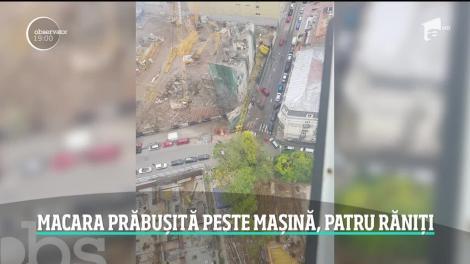 Grav incident în centrul Capitalei! O macara s-a prăbuşit peste o maşină în care se aflau patru oameni