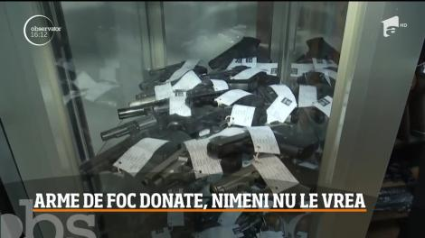 Situaţie incredibilă într-o comună din judeţul Braşov! Primarul localităţii şi-ar dori să doneze mai multe arme de foc, însă nu le ia nimeni