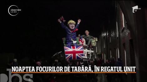 Sărbătoare în Regatul Unit. Britanicii au sărbătorit noaptea focurilor de tabără
