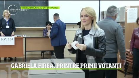 """Alegeri Prezidențiale 2019. Primarul Capitalei, Gabriela Firea, a votat la Colegiul Tehnic Mecanic """"Griviţa"""""""