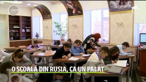O școală din Rusia poate concura oricând cu Palatul Versailles. A fost renovată cu marmură şi ornamente generoase din aur