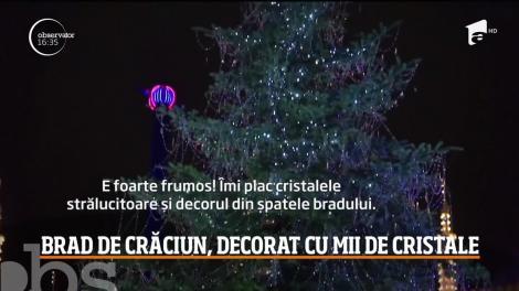 Imagini de poveste vin din Regatul Danemarcei! Bradul de Crăciun din centrul capitalei a fost decorat cu nu mai puţin de trei mii de cristale Swarovski