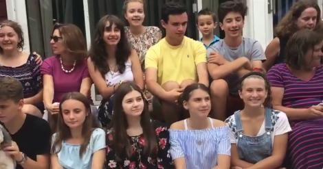 Tabere peste ocean, visul elevilor români