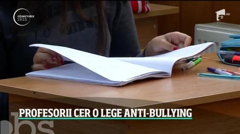 Profesorii cer o lege care să-i protejeze de abuzuri. Mai mulți dascăli şi elevi din Iaşi s-au baricadat în şcoală, de teama unui tată agresiv