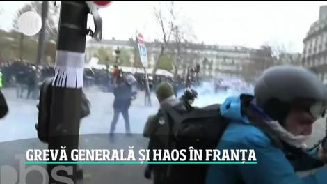 Zi tensionată în Franţa. Greva generală împotriva reformei pensiilor lui Emmanuel Macron a degenerat în violenţe