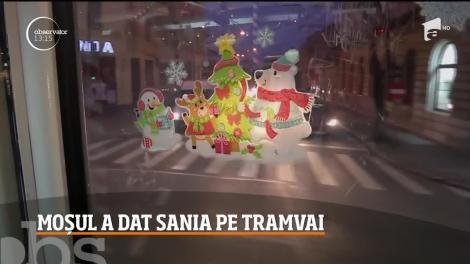 Dacă în general, Moş Crăciun are o sanie şi se foloseşte de ea pentru a ajunge în toate colţurile lumii, la Cluj-Napoca Moşul merge şi cu tramvaiul.