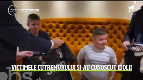 Doi băieţei din Albania, supravieţuitori ai cutremurului, vizitaţi de Cristiano Ronaldo şi Gianluigi Buffon