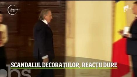 Scandal şi replici dure după decizia preşedintelui ţării de a retrage decoraţiile persoanelor cu condamnări penale
