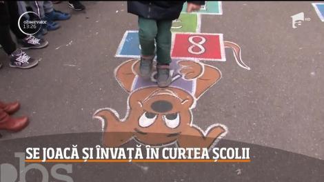 Copiii învaţă cel mai bine prin joacă! În curţile şcolilor din Oradea au apărut peste noapte o mulţime de jocuri pictate direct pe asfalt