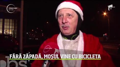 Moş Crăciun a venit cu bicicletă în Galaţi