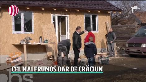 Doi tineri abia căsătoriţi au împlinit visul unor copii de a avea o casă. Le-au oferit acestora darul de nuntă