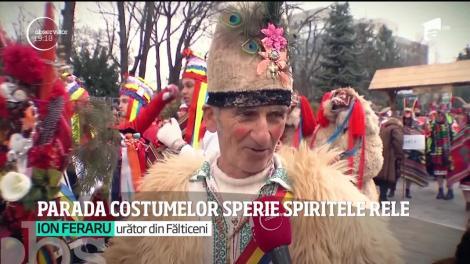 Parada costumelor din Suceava sperie spiretele rele. Festivalul adună datini din mai multe zone