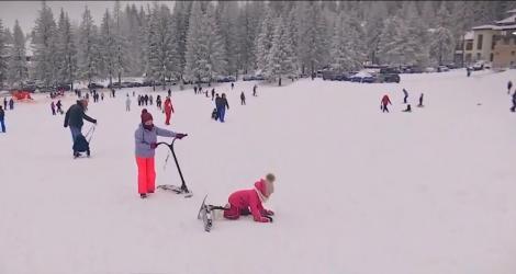 O nouă distracţie pe pârtiile de la munte. Cum arată trotineta de zăpadă, senzația acestui sezon