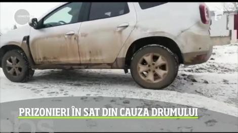 Un drum din județul Iași pune în pericol viețile localnicilor. Craterele din șosea fac praf toate maşinile