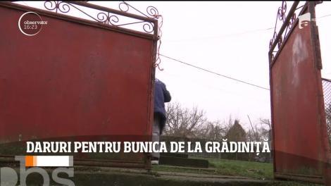 Cea mai bătrână angajată din România a fost sărbătorită, astăzi, de copiii de la grădiniţa la care este îngrijitoare de câteva zeci de ani