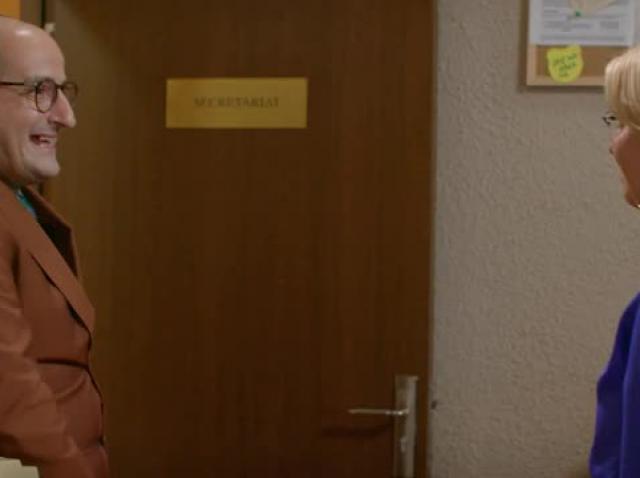 Flagrant în travesti, în Mangalița! Inspectorul general Corneliu vrea să prindă traficantele de crizanteme - Video
