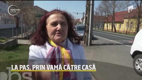 Românii din străinătate au găsit portiţa către casă! Zeci de oameni trec pe jos prin vama Nădlac fără să spună de unde vin