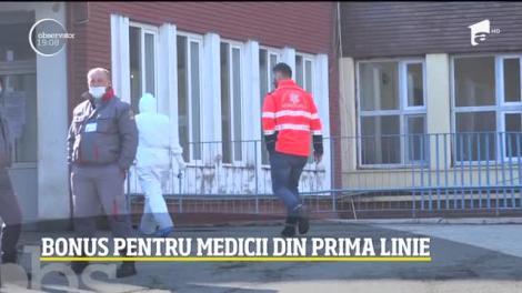 Preşedintele Klaus Iohannis a anunţat bonusuri de 500 de euro personalului medical care tratează pacienţi infectaţi cu coronavirus