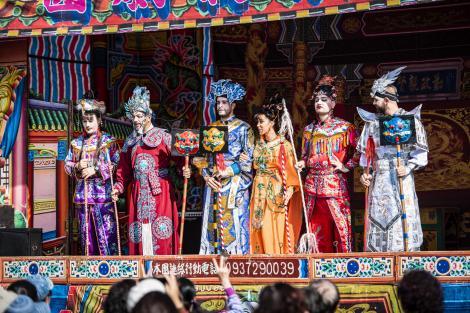 Iată care sunt cele trei cupluri care vor trăi o experienţă în lumea operei chineze!