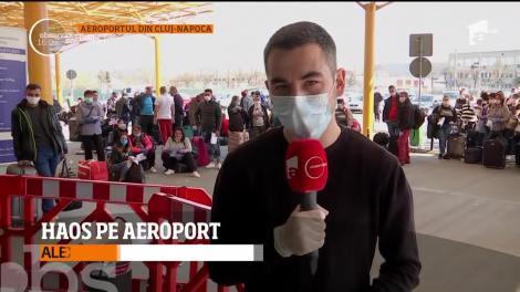 Mii de români s-au înghesuit în terminalul plecări de la aeroportul din Cluj