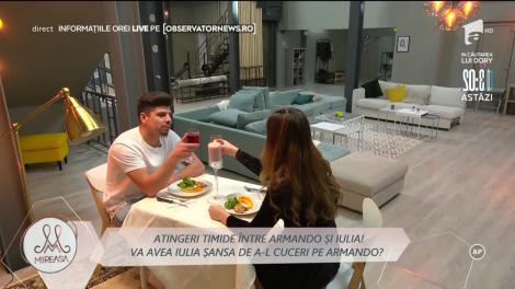 Atingeri timide între Iulia Șapcaliu și Armando Rădulescu! Prima cină romantică dintre cei doi. Vedeți ce a urmat!