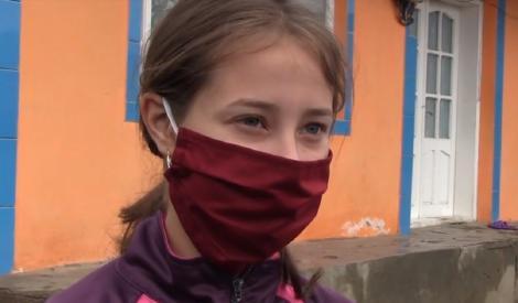 Ea este eleva din Vaslui care a trimis o scrisoare emoţionantă primarului din localitate. Fata mai are alți șapte frați