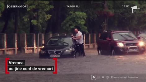 Vreme extremă! Jumătatea sudică a României a fost răvăşită de grindină, vijelii şi ploi torenţiale
