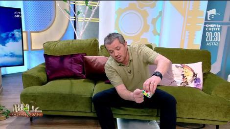El Magnifico Oprișan rezolvă un cub Rubik cu mâinile la spate