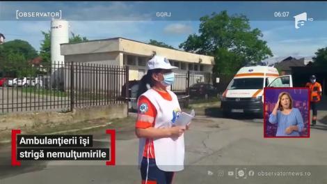 Ambulanțierii din România își strigă nemulțumirile