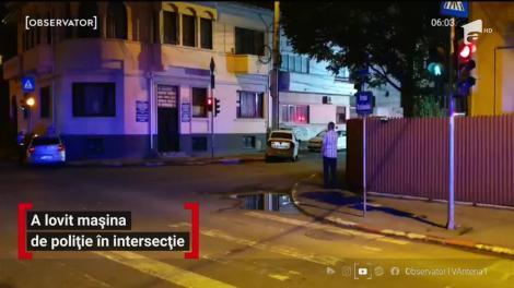 O tânără din Ploiești a băgat un poliţist în spital, după ce s-a izbit de o autospecială cu girofarurile în funcţiune