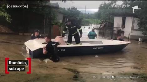 România devine tărâmul apelor. Plouă în fiecare zi de la începutul lunii, iar inundaţiile au înghiţit localităţi întregi