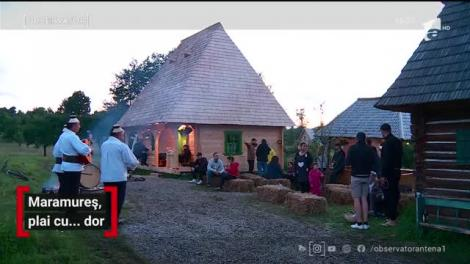 Primii turişti în Maramureș, din acest sezon, s-au bucurat din plin de cântecele populare şi mesele îmbelşugate