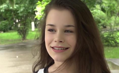 """Și ea e un copil model în România! Dariana, """"youtuberiță"""" de când avea zece ani, a luat nota 10 la Evaluarea Națională"""