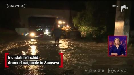 Indundațiile închid drumuri naționale în Suceava