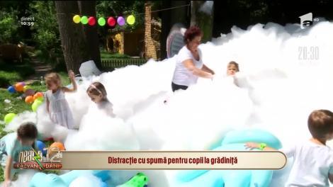 Distracție cu spumă pentru copii la grădiniță